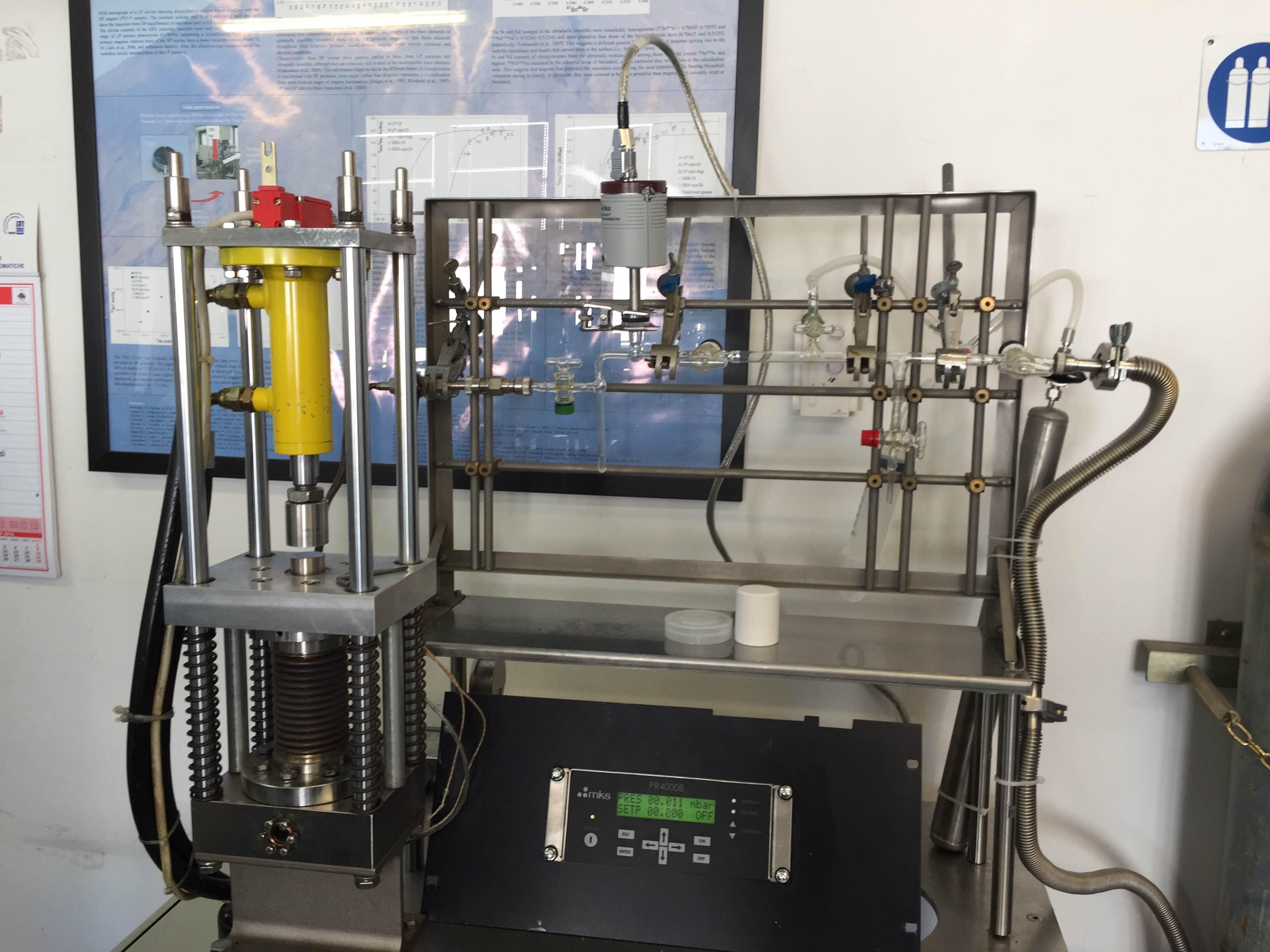 Fig. 29 Linea di vetro per estrazione CO2 da inclusioni fluide